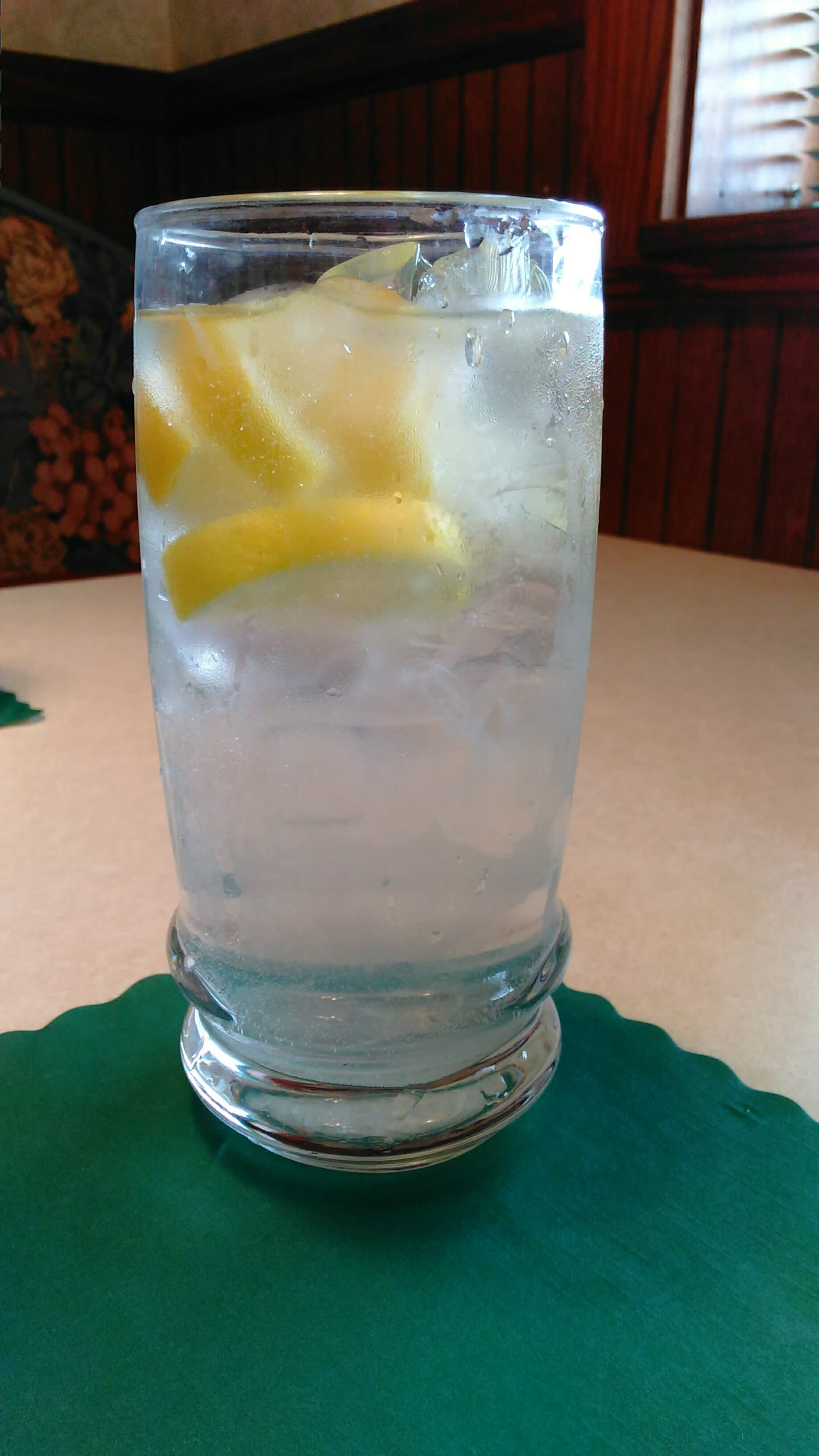 Ice water with lemon in