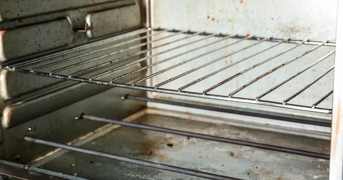 clean the oven with baking soda